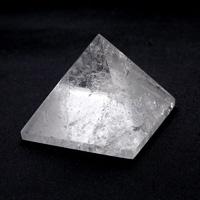 水晶ピラミッド-001