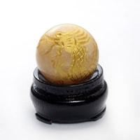 アラゴナイト龍彫り丸玉(台座付き)-001